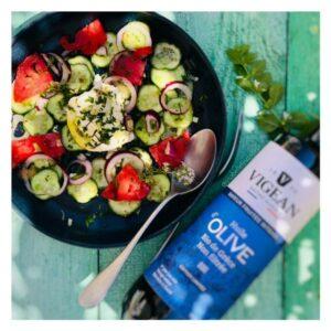 auteure_culinaire_ysabelle_levasseur_dieteticenne_vigean_salade_tomates_mozzarella_huile_olive
